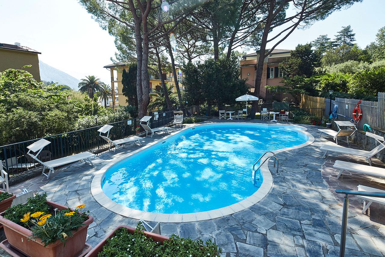 Hotel villa adriana piscina monterosso al mare for Hotels 5 terres italie